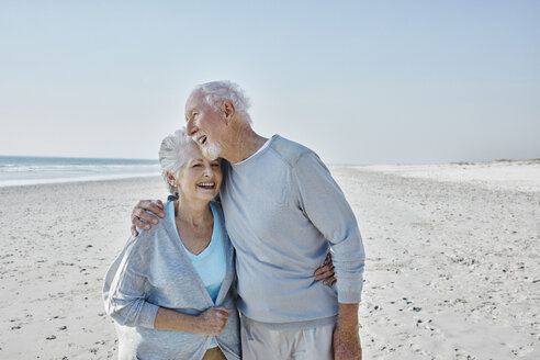 Happy senior couple on the beach - RORF00776