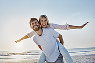 Portrait of happy couple on the beach - RORF00809