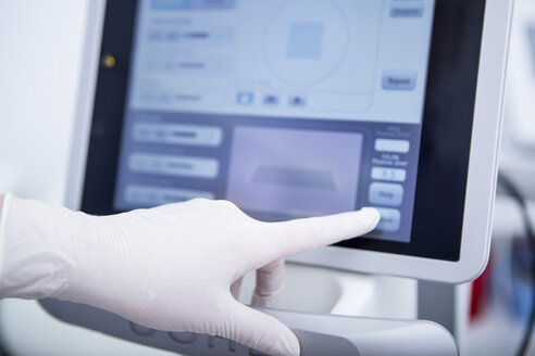 Aesthetic surgery, CO2 laser screen, adjusting of parameters - WESTF22954