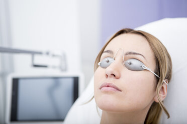 Woman in medical practice wearing safety goggles - WESTF22966