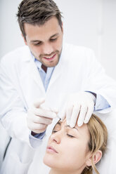 Aesthetic surgery, woman receiving injection into forehead - WESTF22972