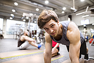 Portrait of young man exercising in gym - HAPF01610