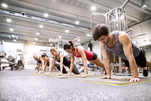 Group of athletes exercising in gym - HAPF01613