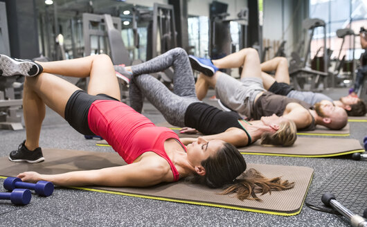 Group of athletes exercising in gym - HAPF01622