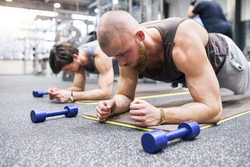 Athletes exercising in gym - HAPF01625