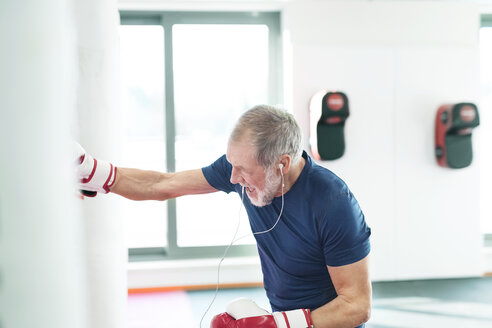 Fit senior man in boxing gloves fighting - HAPF01673