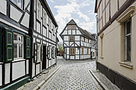 Germany, Saxony-Anhalt, Tangermuende, timber-framed houses in the old town - ASCF00736