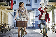 Germany, Hamburg, St. Pauli, Couple exploring the city on their bicycles - RORF00829