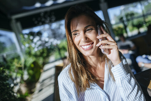 Portrait of smiling woman on the phone - KIJF01450