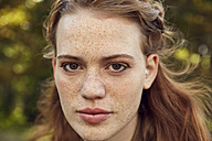 Portrait of redheaded young woman with freckles - SRYF00470