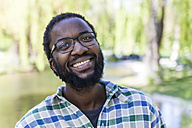 Portrait of smiling man with beard and glasses - TCF05409