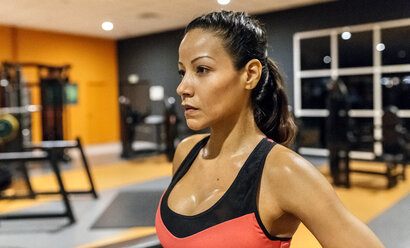 Portrait of a woman sweating after training in the gym - MGOF03303