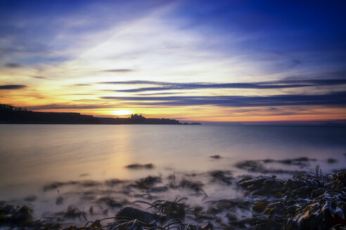 UK, Scotland, East Lothian, Tantallon Castle at sunset from Seacliff beach - SMAF00741