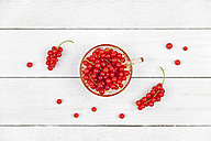 Glass of red currants on white wood - GWF05189
