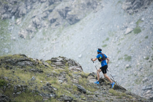 Italy, Alagna, trail runner on the move near Monte Rosa mountain massif - ZOCF00271