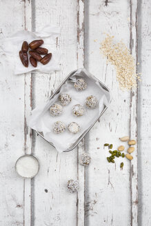 Bliss Balls with dates, pistachio, oat flakes and coconut flakes - LVF06080