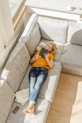 Woman at home on couch with tablet - JOSF00784