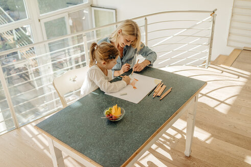Mature woman and girl at home drawing together - JOSF00787