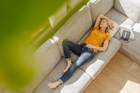 Woman at home lying on couch - JOSF00865