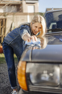 Woman cleaning her car - JOSF00877