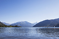 Austria, Salzburg State, Zell am See, Zell lake and mountain panorama - GWF05199