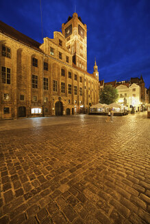 Poland, Torun, town hall at the old town marketplace by night - ABOF00193