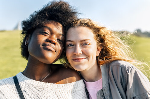 Portrait of two best friends outdoors - MGOF03345