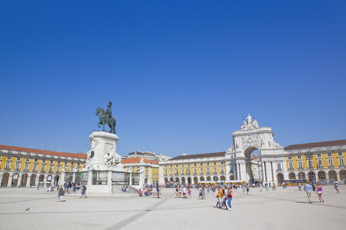Portugal, Lisbon, Baixa, Praca do Comercio with equestrian statue of King Jose and Rua Augusta triumphal arch - PSF00686