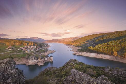 Spain, Castilla y Leon, Palencia, scenic sunset at lake Camporredondo - DHCF00071