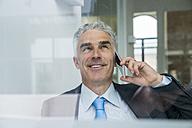 Mature businessman talking on the phone - FMKF04110