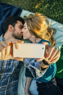 Couple in love taking selfie with smartphone while kissing - DAPF00757