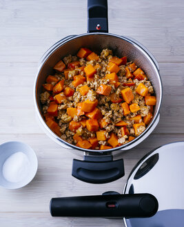Steamer with boiled pumpkin and mincemeat - PPXF00039