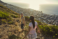 South Africa, Cape Town, Signal Hill, two young women hiking above the city - SRYF00570