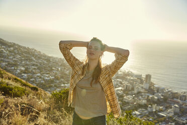 South Africa, Cape Town, Signal Hill, young woman above the city - SRYF00573