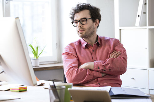 Man sitting at desk in office - FKF02302