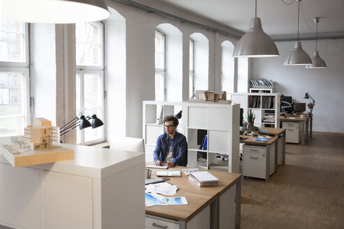 Man working at desk in office - FKF02320