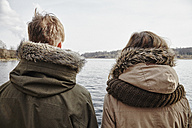 Germany, Potsdam, rear view of young couple looking at Havel River - ANHF00036