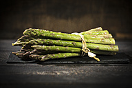 Bunch of green asparagus on wood - MAEF12208