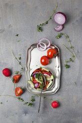 Mixed salad with lemon thyme - MYF01923