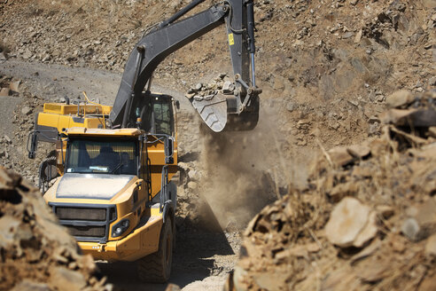 Digger working in quarry - ZEF13767