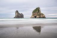 New Zealand, South Island, Tasman Sea, Wharariki Beach - STSF01206