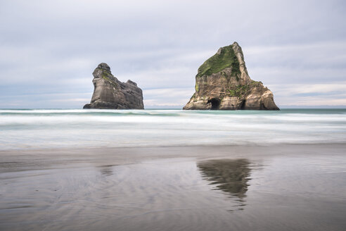 New Zealand, South Island, Tasman Sea, Wharariki Beach - STSF01206