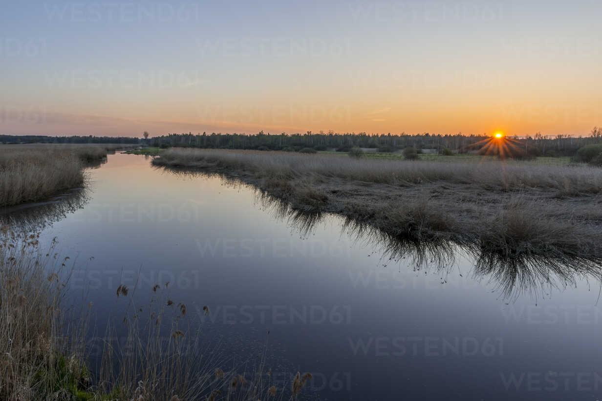 Germany, Bad Buchau, Lake Feder at sunset - KEBF00558 - Kerstin Bittner/Westend61