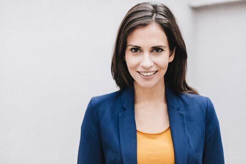 Portrait of smiling businesswoman - JOSF00982