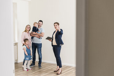 Real estate agent and family in new apartment - UUF10793