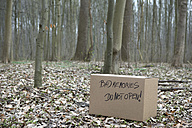 Cardboard box with 'Bad memories' in the woods - PSTF00028