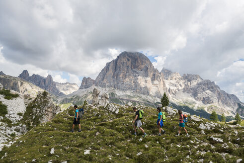 Italy, Friends trekking in the Dolomtes - ZOCF00480