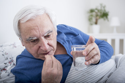 Sick man taking tablets - WESTF23351