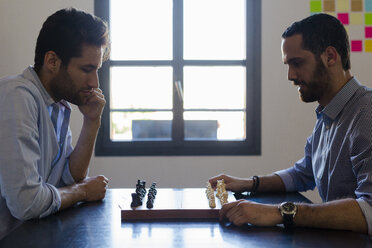 Two men playing chess - GIOF02706