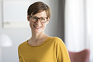 Portrait of smiling woman wearing glasses - RBF05719